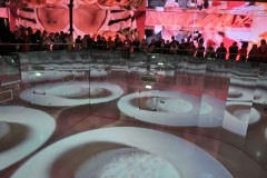 図4)タイ館は床面大型映像と鏡面効果